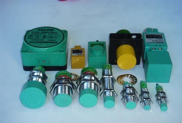 电容式接近开关,主要用于检测非金属物质